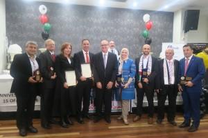1 تقديم الجوائز التقديرية لمستحقيها من أعضاء البرلمان